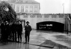 Hochwasser 1910 beim Restaurant Spitz