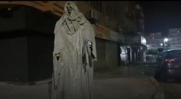 ظهر فى الشارع فجأة .. السلطات تزيل تمثالا أرعب سكان مدينة مصرية