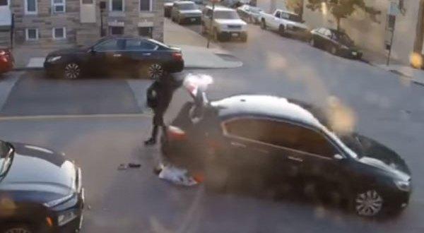 هنا أمريكا – أمرأة تحاول دهس زوجها عدة مرات بالسيارة – فيديو مرعب