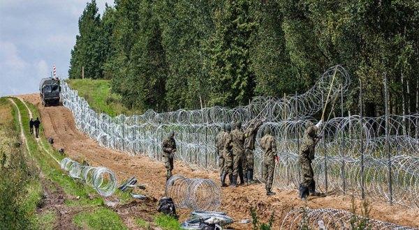 لأجئون يواجهون عنف حرس الحدود والحيوانات البرية على حدود أوروبا