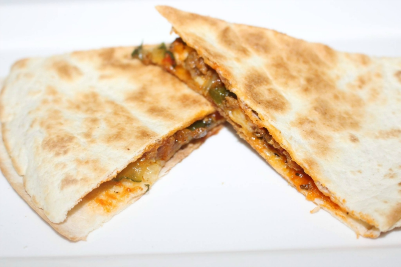 Pizzadilla's met gehakt en courgette