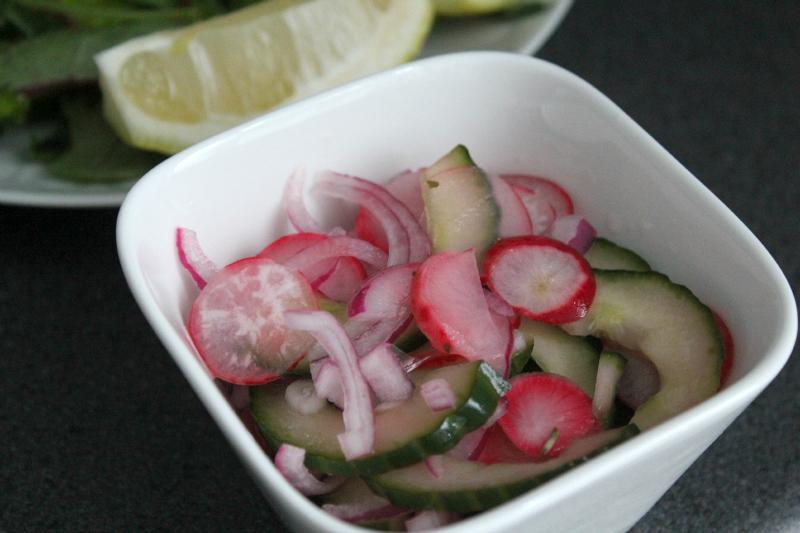 Zoetzure komkommersalade met radijs