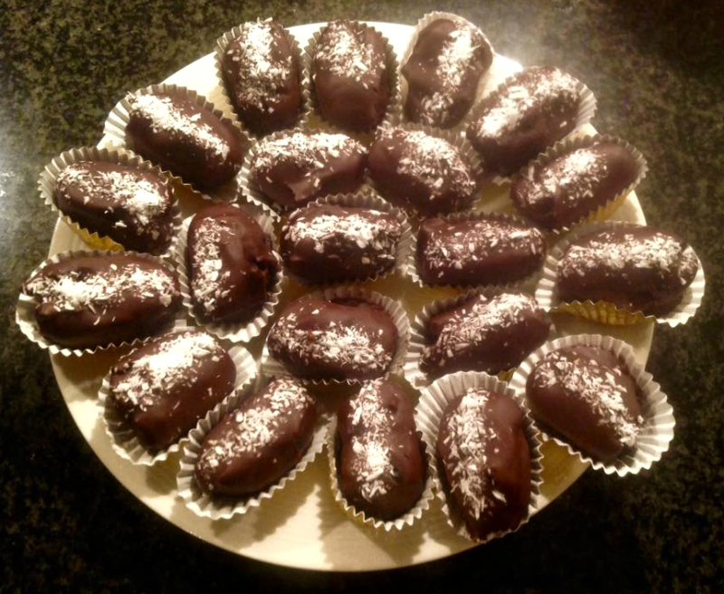Healthy snack: gevulde dadels in chocolade