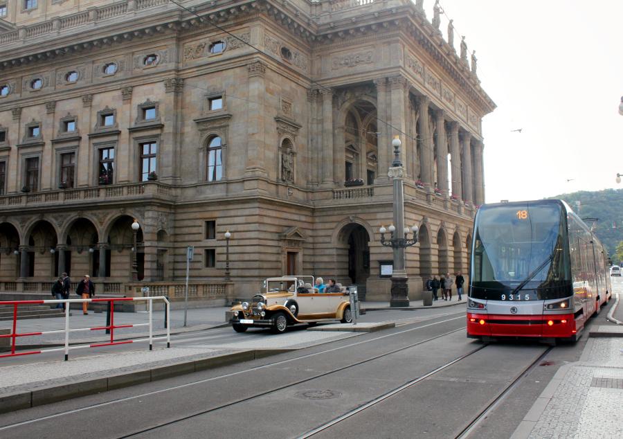stedentrip_praag_tsjechische_kronen_tram