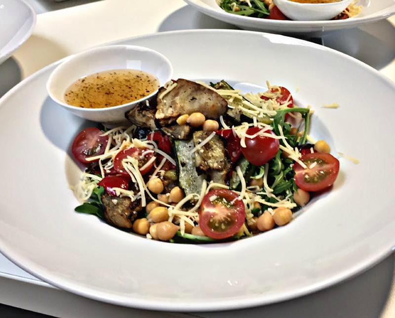 Italiaanse salade met gegrilde groenten