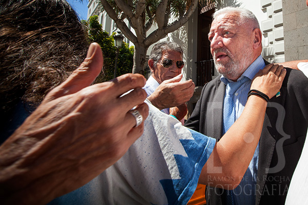 Hilario Rodríguez consolado por independentistas canarios