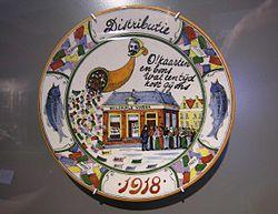Herinneringsbord aan het Aardappeloproer van 1917 in Amsterrdam. vervaardigd in 1918 door H.F. van Baaren (designer), C.G. Campagne (designer), Plateelfabriek Ivora (maker), collectie Amsterdam Museum (Het Aardappeloproer van 1917)