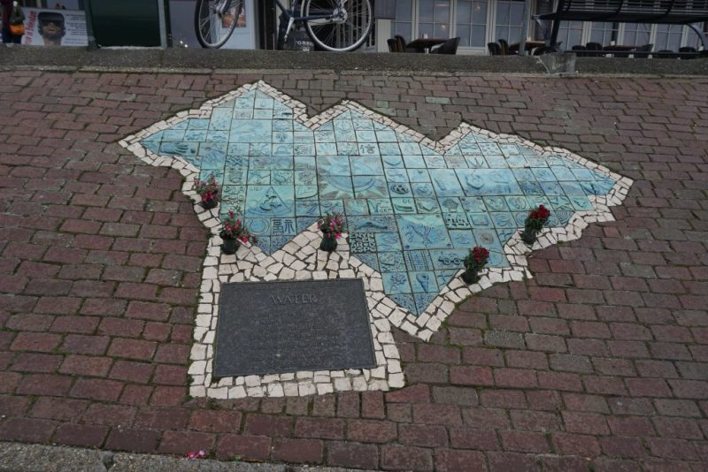 Monument in memory of the 2001 fire's victims by Elena Finariu (The Scars of the 2001 Tragedy Volendam)