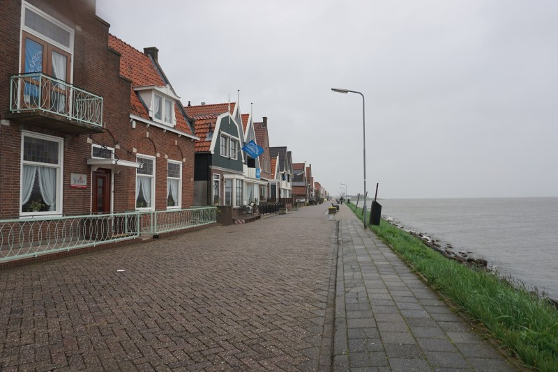 The road towards the graveyard (right behind the houses) by Elena Finariu (The Scars of the 2001 Tragedy Volendam)