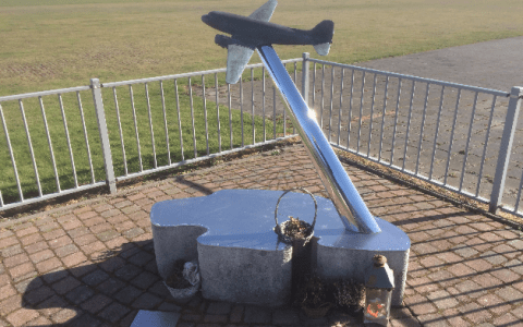 The Dakota-disaster monument upon closer inspection by IJsbrand Wildeman (The 1996 Dakota-crash in the Wadden Sea)