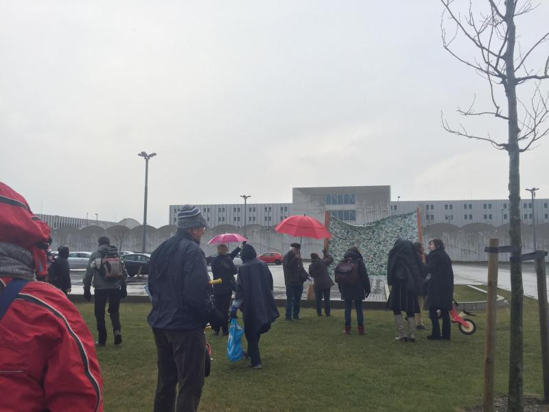 Schiphol-Noord Detention Centre wake gathering, a moment in front of the complex. 06/03/2016 door Octavia Aronne (Unwanted souls, unwanted thoughts: Memorialization, Change, and Meaning of the Schiphol-Oost Detention Centre Fire)