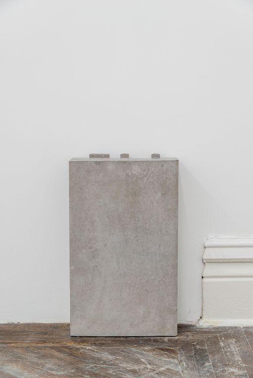 张如怡,《比重》,混凝土和铁,29 x 13.2 x 47.8 cm,2016 / Zhang Ruyi, Density, Concrete and iron , 29 x 13.2 x 47.8 cm, 2016
