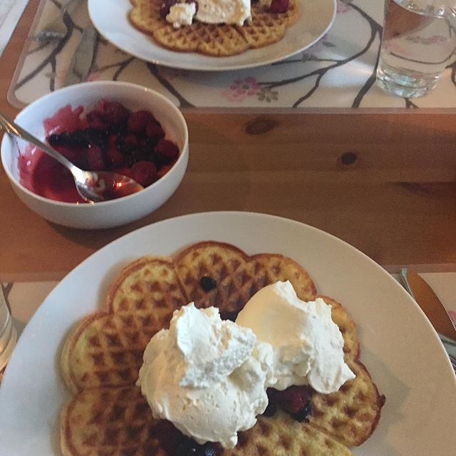 Våffelfrukost dagen till ära #7månaderidag