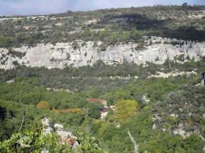 Vue sur la falaise et les maisons de la Combe