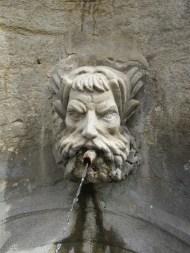 17 Fontaine de la place de la mairie