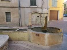 14 Fontaine de la cour