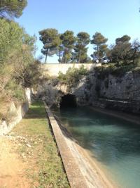 Trois tunnels, une stèle et deux domaines