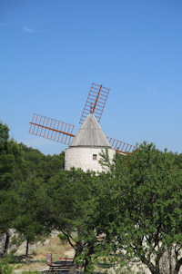 Du moulin de Pallières à la source de la Cadière