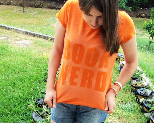 Book Nerd – Bleach Dyeing – Recycle an old t-shirt!