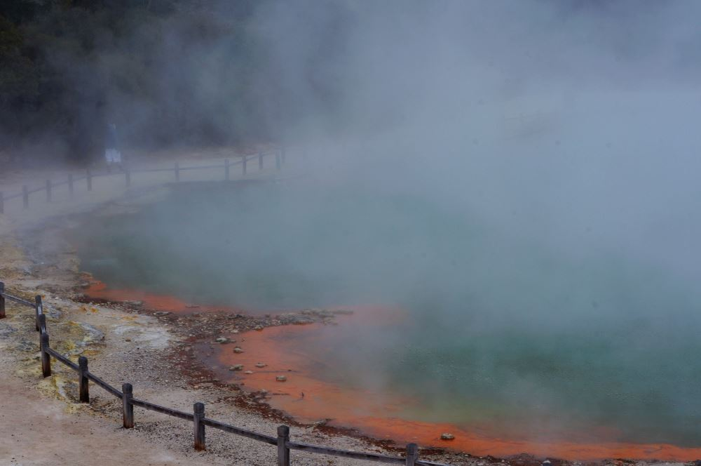 Wai-o-tapu Thermal Park - Champagne Pool