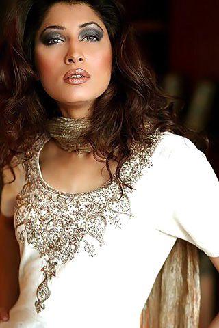 Vaneeza Ahmads Biography | Portfolio | Images | Photos