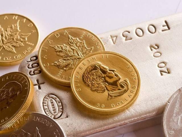 Gold maple leafs and silver coins bar - Photo adrianbartel_Flickr