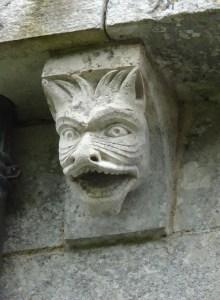Des monstres sur la façade extérieure