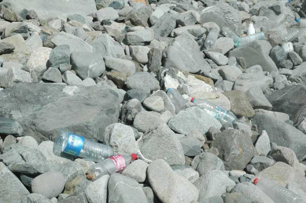 L'archipel de la Galite un trésor naturel dans un coin perdu - plastique Galite 1