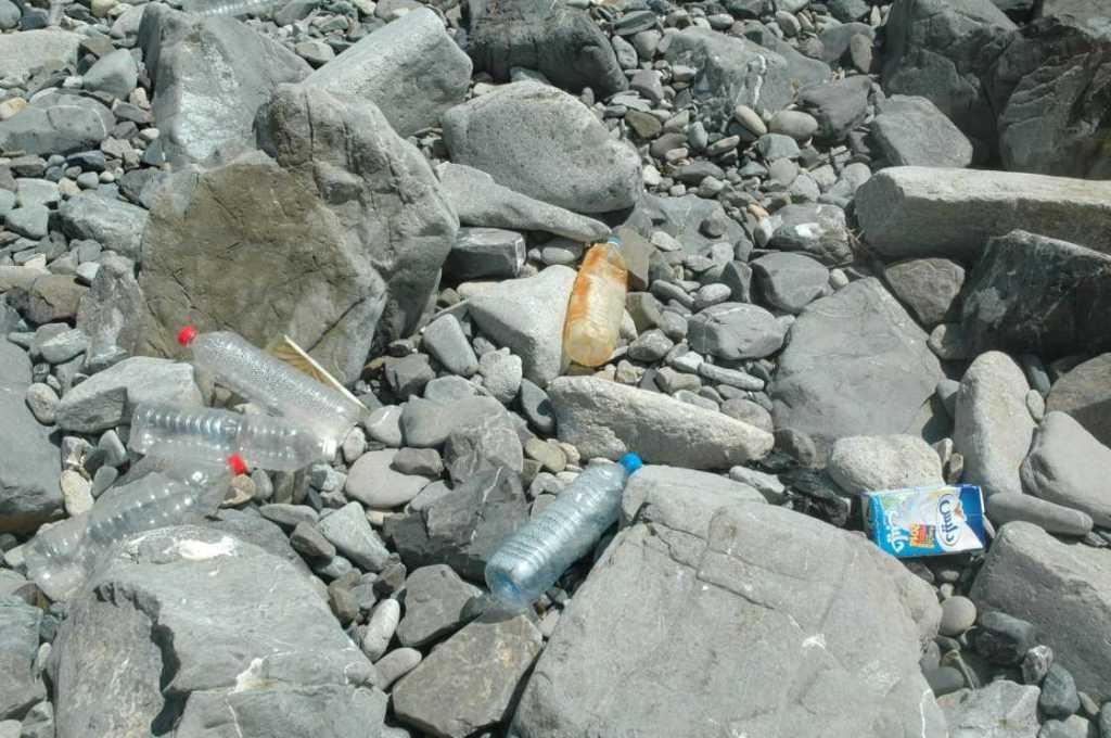 L'archipel de la Galite un trésor naturel dans un coin perdu - plastique Galite 2