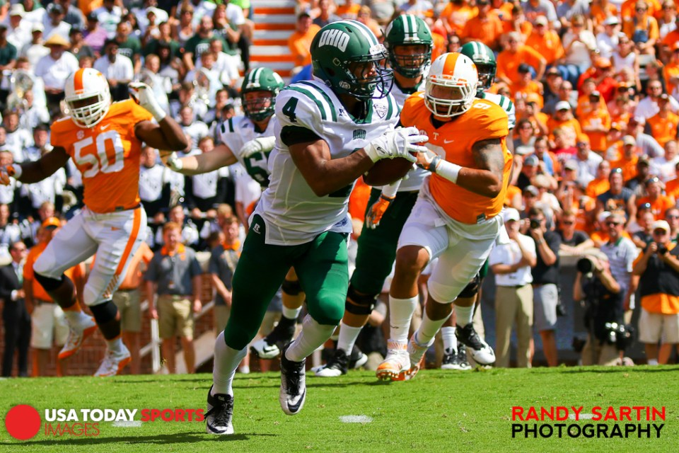 Sep 17, 2016; Knoxville, TN, USA; Ohio Bobcats running back Papi White (4) runs the ball against the Tennessee Volunteers during the first quarter at Neyland Stadium. Mandatory Credit: Randy Sartin-USA TODAY Sports