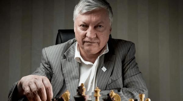 Anatoly Karpov entre os melhores jogadores de xadrez de todos os tempos