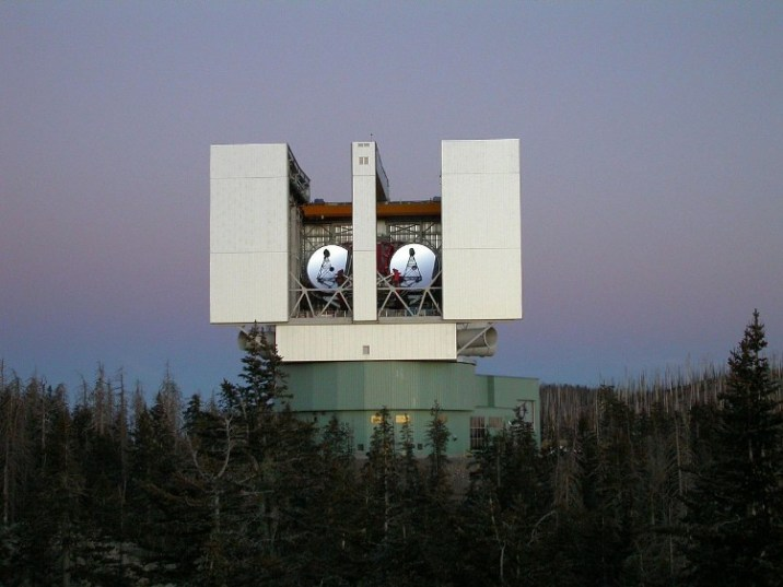 Large Binoculers Telescope