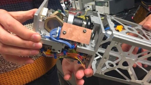 tiny satellites use lasers to send data at high rates