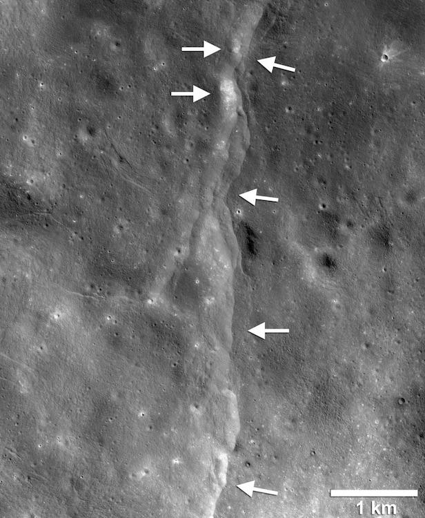 size of moon is decreasing