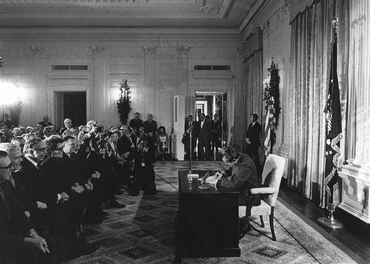 Photographer Linda Bartlett. Released by the National Cancer Institute. President Richard Nixon signing the National Cancer Act, December 23,1971.
