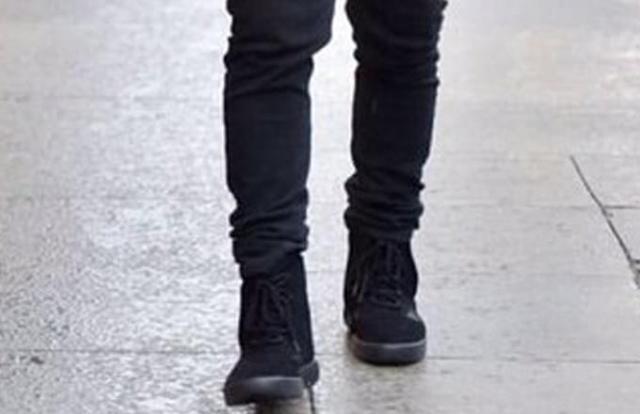 kanye-west-wearing-strapless-adidas-yeezy-boost-750-black-02_nzmwc7