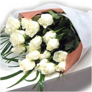 18 pieces white roses bouquet