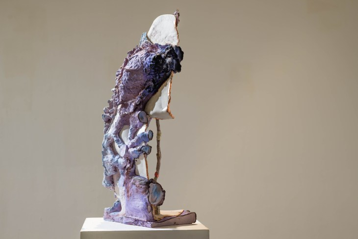 Tourist, Height appr. 58cm, glazed porcellain and ceramics, plaster, epoxy, copper, watercolor, Shellac, 2017/18