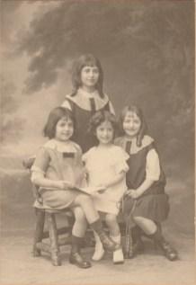 Madeleine (+1923) - Yvonne (Mme M. Bertolus) - Mireille (Mme G. Legré) - Simone (Mme F. Rivoire) Provencal - Collection Charles de Raphélis-Soissan