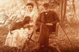 Amélie (Mme Emile Saint Rémy Pellissier) et Adolphe Caire au Moulin de Vernègues en 1909 Collection Bernard Caire