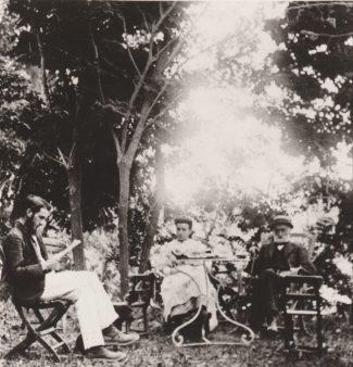 Henri, Amélie et Adolphe Caire au Moulin de Vernègues Collection Mireille Caire (reproduction)