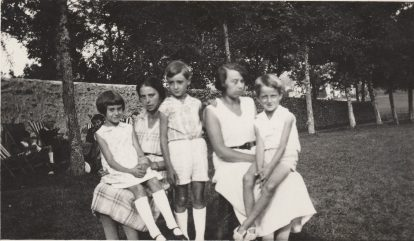 Jany Teisseire (Mme Philippe Viard), Germaine Abeille (Mme Jean Teisseire), Michel Ancey, Marinette Abeille et René Ancey - Saint Agrève 1932 Collection Mireille Caire