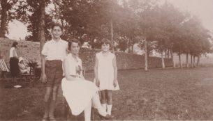 Pierre, Geneviève, Annie Séjourné - Saint Agrève 1932 Collection Mireille Caire