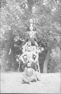 De haut en bas, Henri Abeille, Amédée de Crozet, Pierre, Charles et Emmanuel Abeille, Benjamin Poucel, Gabriel Abeille - 1891 Collection Michel Ancey