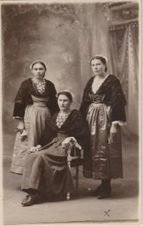 A droite Anne Lanoë - Collection Marie-Thérèse Lanoë