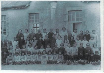 Photo de classe 27 février 1939 - Marie Thérèse Lanoë est au 3ème rang en descendant, la 3ème en partant de la droite - Collection Marie-Thérèse Lanoë