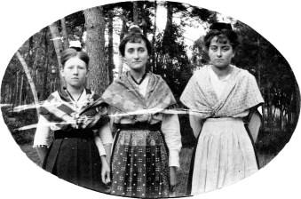 Arlésiennes – B, G et M [Blanche Dor, Ginette Fabre et Marcelle Abeille]