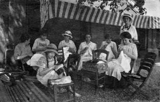 La couture l'après midi - Août 1916