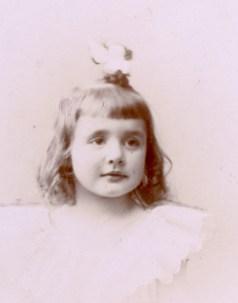 Germaine Roux (Mme Charles Bureau) (1895-1917)