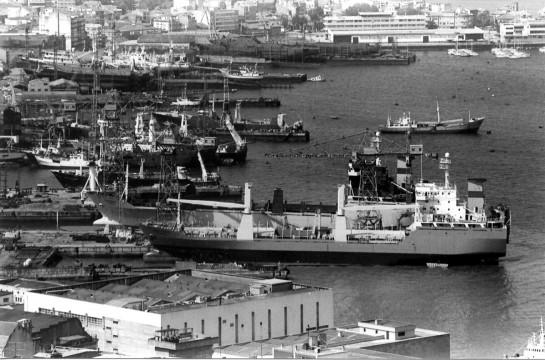 1986-Vista exterior de Astilleros Cardama con Construcciones Navales P.Freire al fondo.